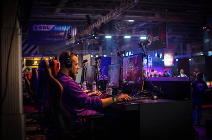 En spelare som fokuserar